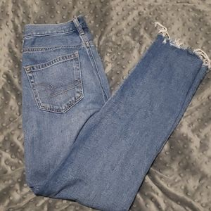 """American Eagle """"Mom Jeans"""""""